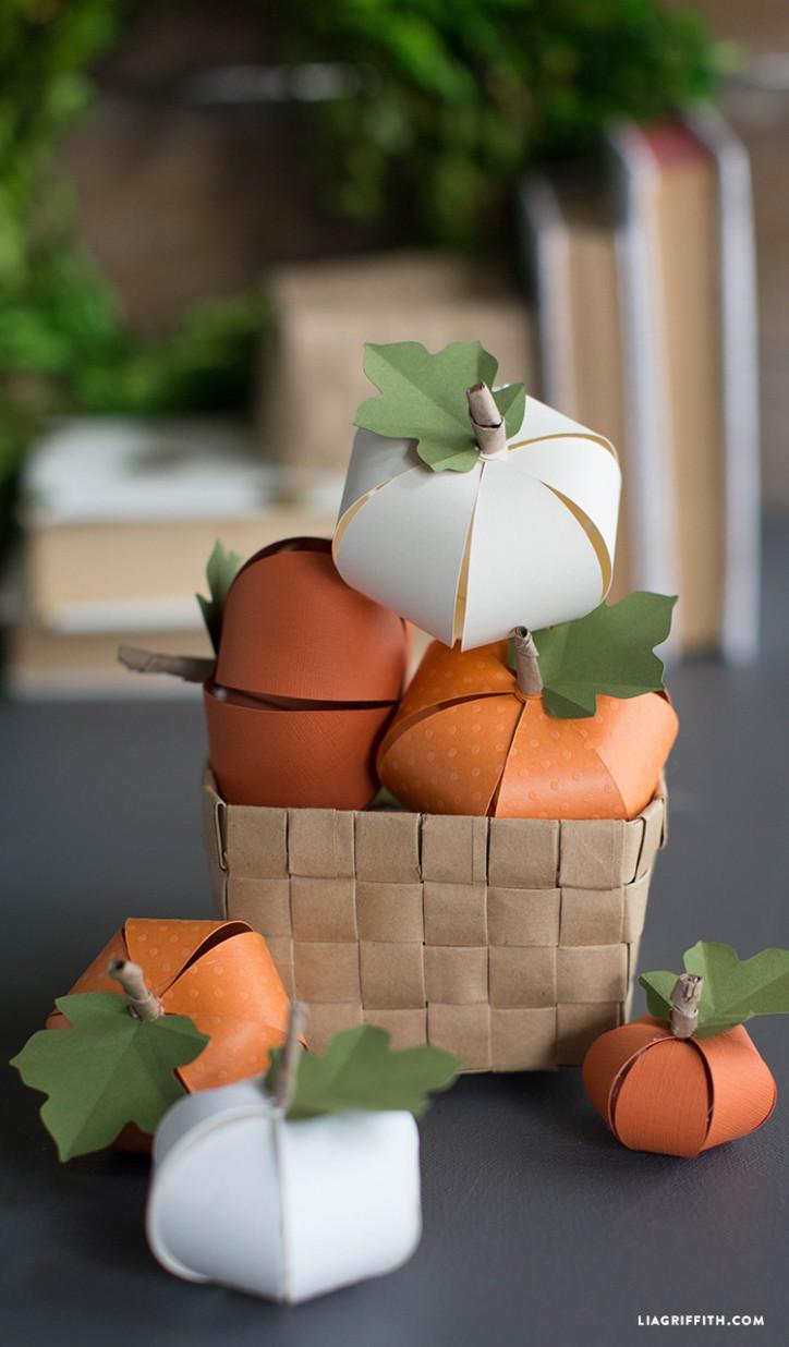 fall_paper_pumpkins-724x1236